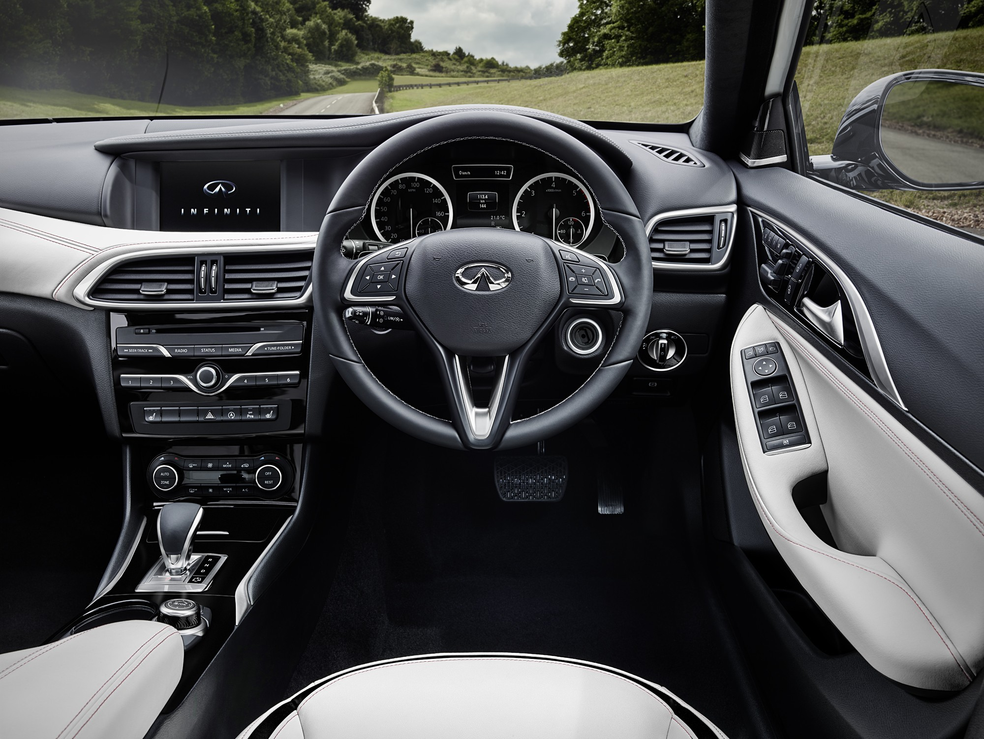 infiniti-reveals-q30-interior-it-has-mercedes-benz-written-all-over-it_2